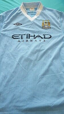 Maillot MANCHESTER CITY taille XL AGÜERO 16 UMBRO
