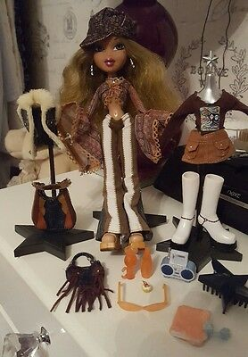 "Bratz Doll ""70s Flashback Fever"" Funk Forever Fianna, all original outfits & acc"