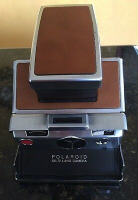Vintage POLAROID SX-70 INSTANT LAND CAMERA WITH LEATHER CASE - Working Condition