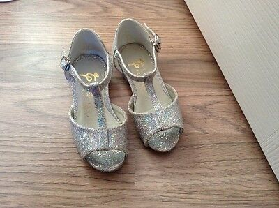Tappers & Pointers girls dancewear silver sparkly child dance shoes. Size 7