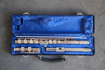Armstrong Model 104 Closed Hole Flute
