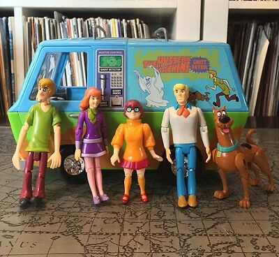 Scooby Doo Toys - Mystery Machine + 10 Action Figures