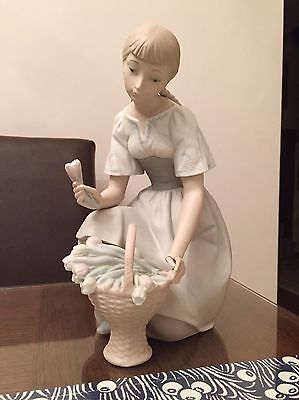 HUGE Lladro figurine Dutch Girl with Basket of Tulips by S Furio - Retired 70's