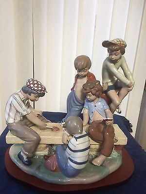 RARE Lladro NAO Large Figurine 5 Boys Sat On A Tree Stump Playing Cards