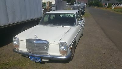 1970 Mercedes-Benz 200-Series  1970 Mercedes Benz 220D