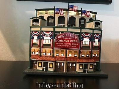 DEPARTMENT 56 WRIGLEY FIELD IN BOX 58933, CHICAGO CUBS + WS Champs 47 Brand Hat