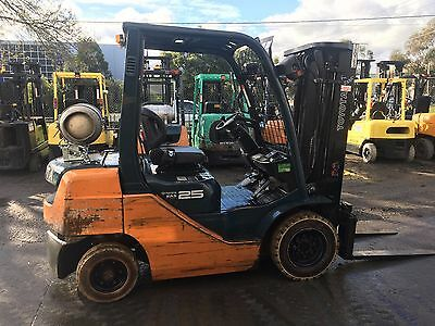 Forklift Toyota 32-8Fg25 2.5 Ton Container Mast