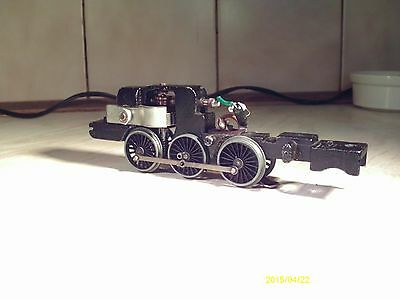 HORNBY DUBLO good A4 chassis with motor ect for Spares and Repairs SUPER RUNNER
