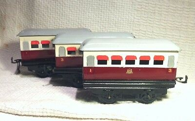 Vintage Hornby Tin Plate Carriages. 0 Gauge. x3