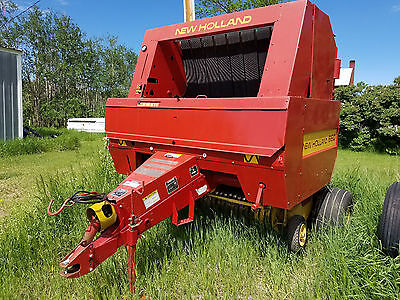 PRICE REDUCED AGAIN New Holland Twine Tie 660 Round Baler.  Well maintained.