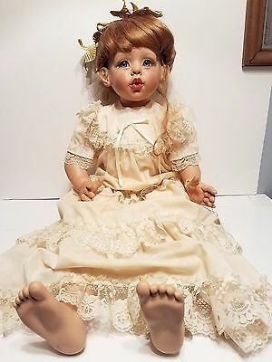 """ Puckered Lips"" Fayzah Spanos  Vinyl Doll  86/350 LIMITED EDITION"