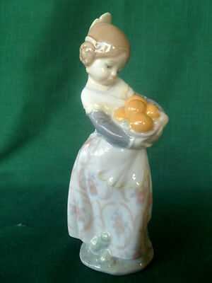 Lladro VALENCIA GIRL With Oranges Porcelain Figurine - Excellent - Free USA Ship