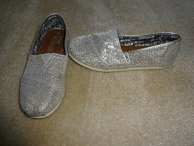 Girls Ladies Silver Glitter Toms  Size 3 Y4