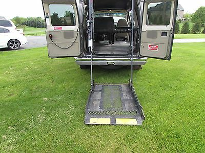 2003 Ford E-Series Van  2003 HANDICAPED WHEEL CHAIR  LIFT AND LOW MILES!!!!!
