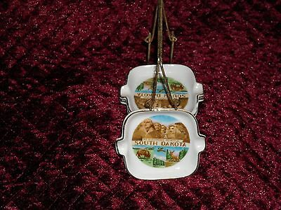 Vintage Mt. Rushmore Memorial Mini Ashtrays With Carrier