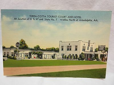 1940s Linen Postcard Terra Cotta Tourist Court & Hotel Arkadelphia Ark Gulf Sign