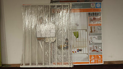 """Lindam Extending Metal Safety Gate - """"Baby""""  QUICK SALE!!!!"""