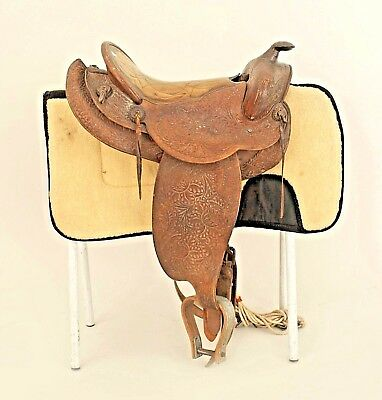 American Country Western Style Brown Leather Saddle with Sheepskin Blanket