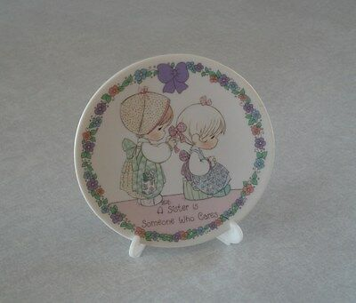 """Precious Moments 1992 A Sister is Someone Who Cares 4"""" Porcelain Plate w/Stand"""