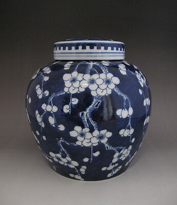 Fine Chinese Antique Blue and White Porcelain jar with lid H257