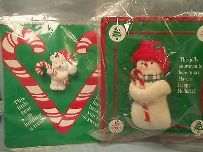 Carlton Cards Christmas Pin Brooch JOLLY SNOWMAN Little BEAR Holding A Treat VTG