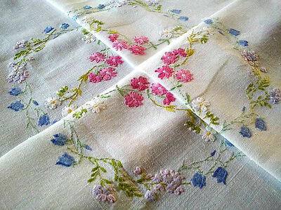 Delicate Meadow Flower/daisy swags ~ Hand Embroidered Vintage Tablecloth