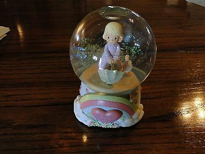 Vintage PRECIOUS MOMENTS MUSICAL WATERBALL Water Globe 1999 April Showers