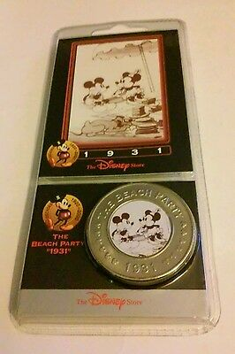 Disney Decades Coin #17 - The Beach Party 1931 - Mickey and Minnie