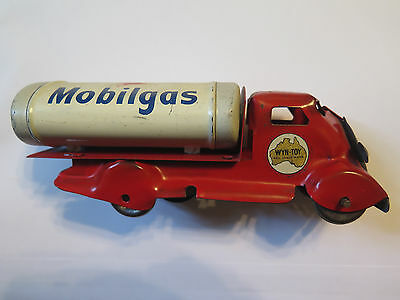 WYN TOY MOBILGAS PETROL TANKER TRUCK in EXCELLENT CONDITION AUSTRALIAN c1960