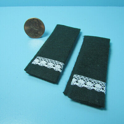 Dollhouse Miniature Green Towel Set with Lace for Bathroom ~ BA220HG