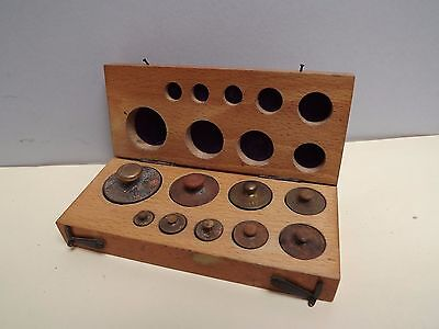 WEIGHTS (SCALE WEIGHTS) Brass (Balance Weights) Cased (Grams) wood case C1950