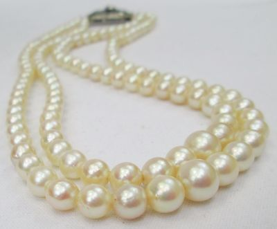 Art Deco Cream Graduated Cultured Pearl Necklace Double Strand Hand Knotted