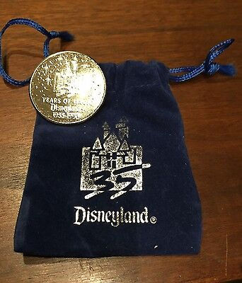 Disneyland 35th Anniversary 35 YEARS OF MAGIC Coin & Pouch  Mint!!