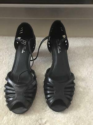 Women's Cute Leather Strappy 2 Inch  Heel Shoes Size 7.5 Excellent Condition