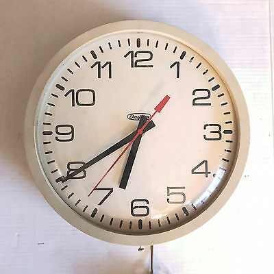 Vintage 13 1/2 in. Electric Dayton School Office Work Wall Clock Second Hand