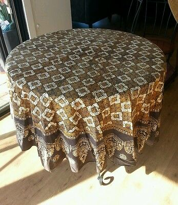 Vintage Table Cloth Round + Napkins Retro Feel  Must See  :)
