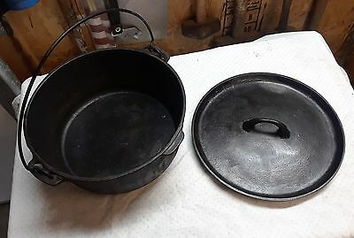 Griswold / Wagner Dutch Oven with lid very heavy 10 on the lid.