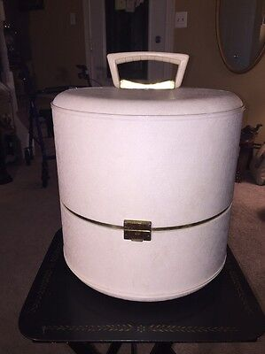 Vintage White Plastic Wig Hat Box Incl Styrofoam Head & Wig - No Key