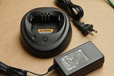 Motorola WPLN4137BR Single-Unit Rapid Rate Charger for CP200