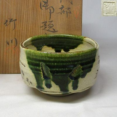 A469: Japanese ORIBE pottery tea bowl with good style of appropriate work