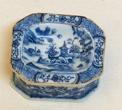 Fabulous Chinese Porcelain Salt with blue and white decoration - 18th Century