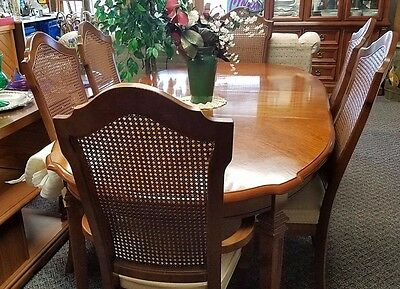 Beautiful Large Traditional Dining Room Table, 6 chairs, 2 leafs - Stanley