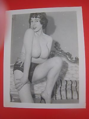 ORIG. 1950S 5X4 PInup Photo..Busty Beauty '.,RISQUE,NUDE..# 533-47