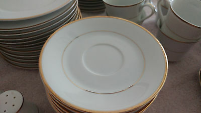 Royal Gallery Fine China Jessica 9005G Service for 12 / 91 piece set