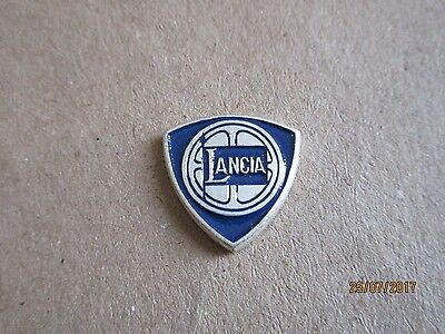 P03-01 - LANCIA logo pin - automobile car pinback - badge - 1,5 cm x 1,5 cm