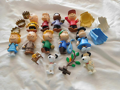 Peanuts Charlie brown nativity set snoopy