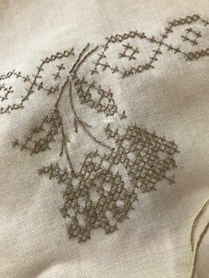 Vintage Linen Embroidered Table Cloth PERFECT 68 x 104