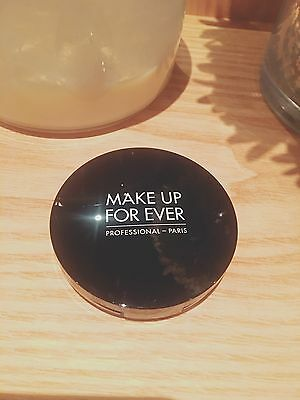 Make Up For Ever Pro Light Fusion Undetectable Luminizer 01