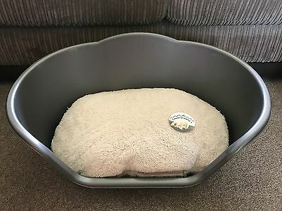 Small Silver Plastic Pet Bed Cat Dog Basket Luxury Cream Fleece Washable Cushion