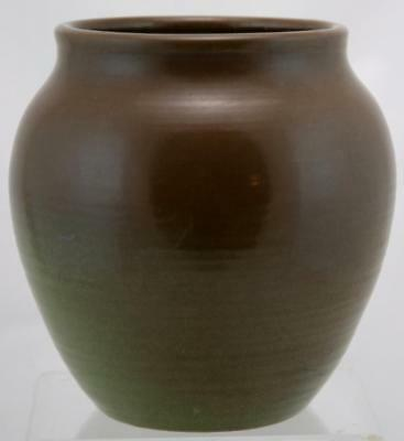 """MARBLEHEAD 7.5"""" VASE SIGNED BY ARTHUR BAGGS d1913 IN BROWN/GREEN MINT"""